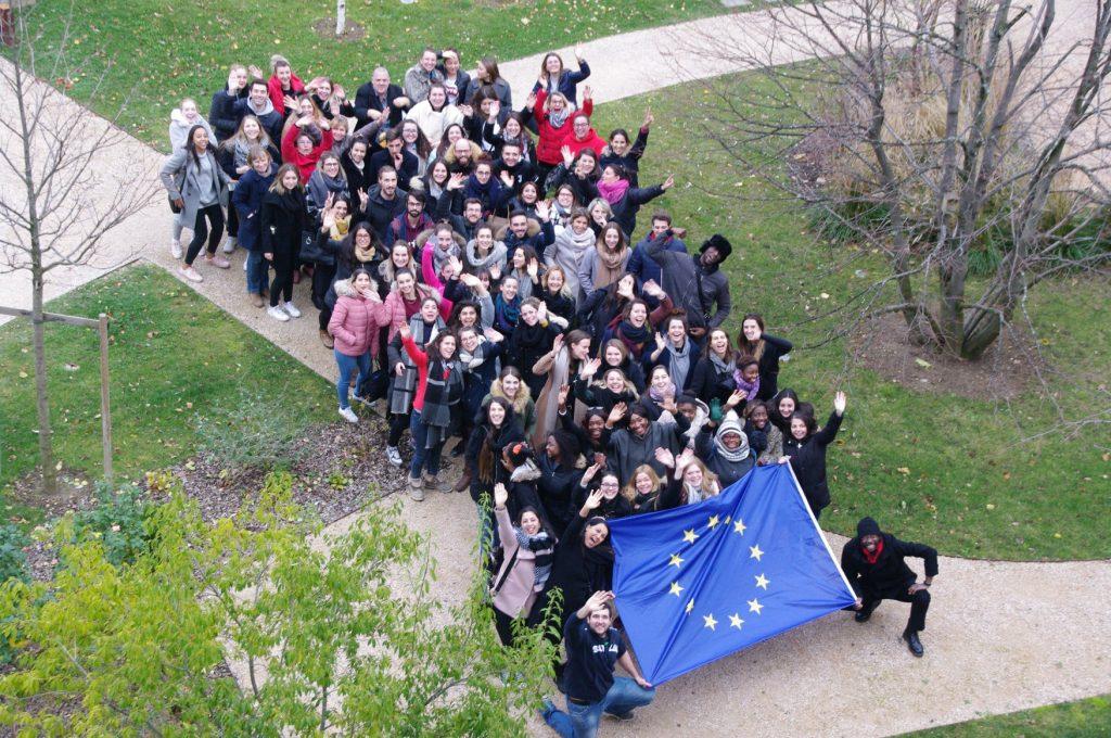 Photo-participants-drapeau-2.jpg