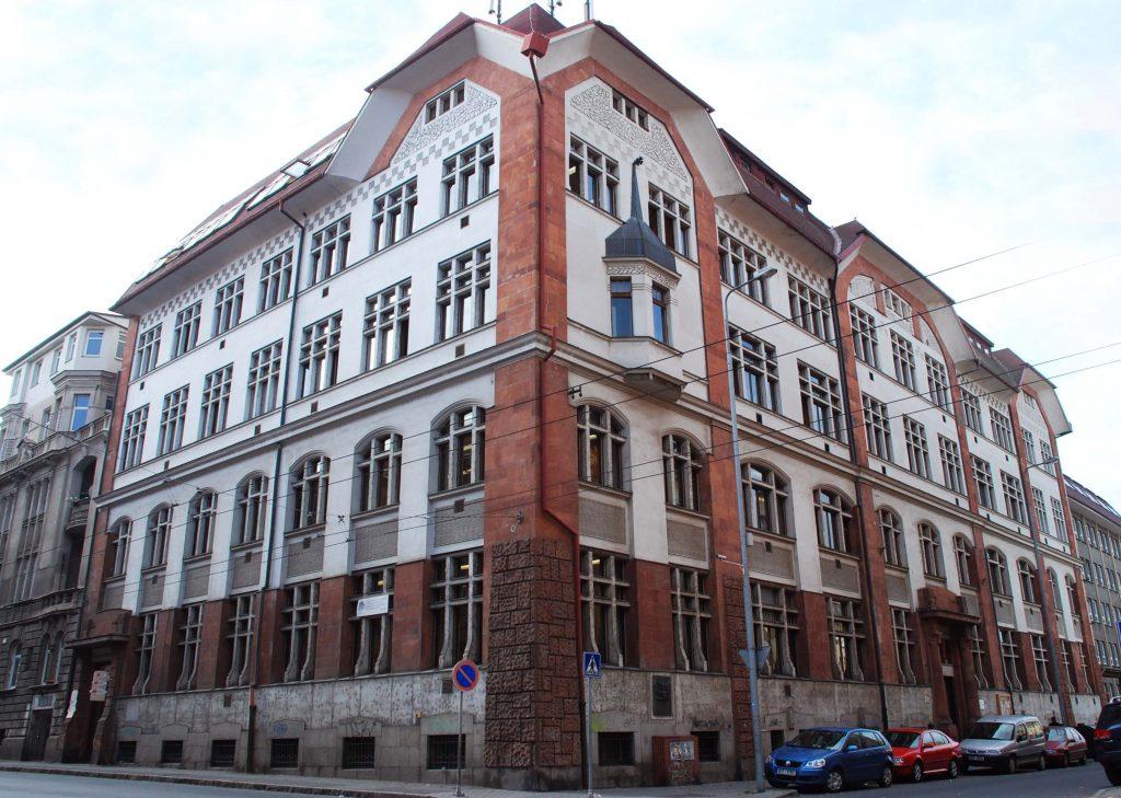 DSC_0156_upravena-budova-skoly.jpg